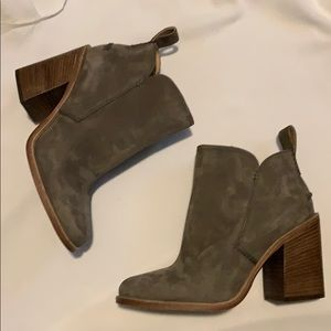 Ugg pixley boots